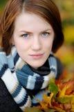 秋天美丽的夫人年轻人 库存图片
