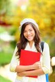 秋天美丽的女孩公园学员年轻人 免版税图库摄影