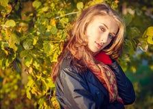 秋天美丽的女孩 库存照片