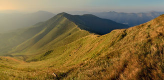 秋天美丽的横向山 库存图片