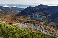 秋天美丽的横向山 免版税库存照片