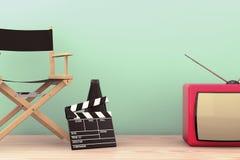 秋天老照片样式城镇 Chair主任,电影拍板和扩音机机智 免版税库存图片