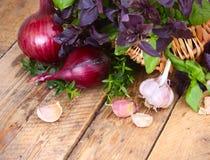 秋天背景用葱和大蒜 库存照片