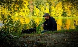 秋天自然的人 库存图片