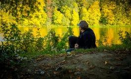 秋天自然的人 免版税库存照片