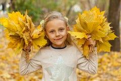 秋天花束女孩留下一点 库存图片