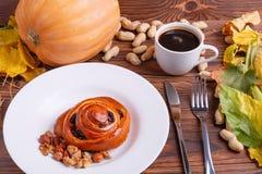 秋天菜的构成在棕色木背景的 免版税库存图片
