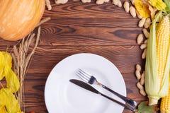 秋天菜的构成在棕色木背景的 免版税库存照片
