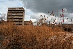 秋天视图被放弃的沃罗涅日工业区 库存图片
