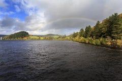 秋天视图arcross湖Vyrnwy 免版税库存图片