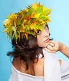 秋天诗歌选的女孩 免版税库存图片