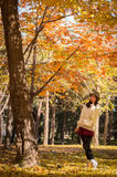 秋天逗人喜爱的美丽的女孩2 库存图片