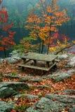 秋天野餐桌 库存图片
