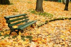 秋天长凳 图库摄影