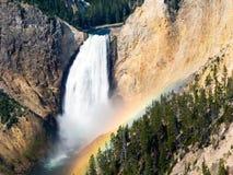 秋天降低早晨彩虹河黄石 库存图片