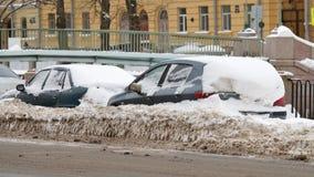 秋天降雪在城市 库存照片