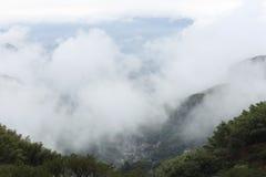 秋天雨的雾下午 免版税库存图片
