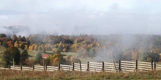 秋天领域和森林在Mt Dore,东法国顶部 库存图片