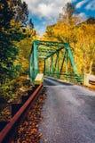秋天颜色和一座桥梁在火药秋天国家公园, Marylan 图库摄影