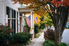 秋天颜色和房子在伊斯顿,马里兰 库存图片