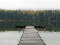 秋天颜色和船坞, 免版税库存照片