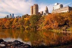秋天颜色在城市 库存照片