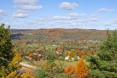 秋天颜色在宾夕法尼亚 免版税库存图片