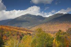 秋天颜色的白山山脉 库存照片