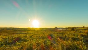 秋天风景和日落,与起重机的定期流逝 股票视频