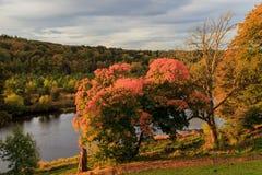秋天风景和河迪伊在阿伯丁 库存照片