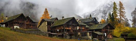 秋天风景在阿尔卑斯 免版税库存图片