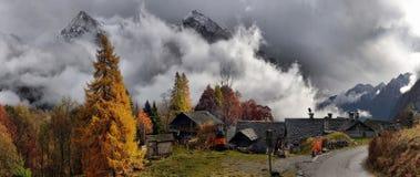 秋天风景在阿尔卑斯 免版税库存照片