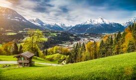 秋天风景在巴法力亚阿尔卑斯,贝希特斯加登,德国 免版税库存图片