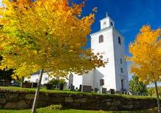 秋天风景的教会 免版税库存照片