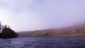 秋天风景的有雾的河 股票录像