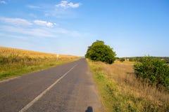 秋天风景路在一晴朗的9月天 库存照片