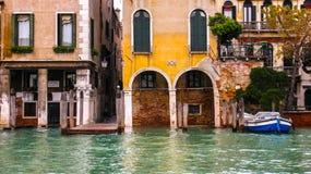 秋天,威尼斯被充斥的街道  库存图片