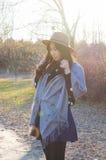 秋天,秋天年轻亚裔妇女7 库存照片