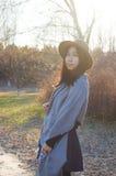 秋天,秋天年轻美丽的亚裔妇女13 库存图片