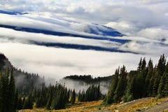 秋天,长平底船,在吹口哨,不列颠哥伦比亚省,加拿大的山 免版税库存照片