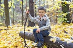 秋天10月季节的小男孩 图库摄影