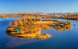 秋天晴朗的海岛 库存照片