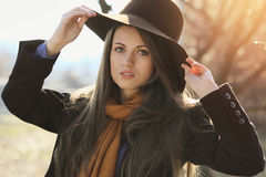 秋天画象的美丽的女孩 库存图片