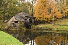 秋天gristmill土气季节 免版税库存照片