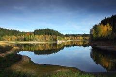 秋天kyiv湖区域乌克兰 免版税库存照片