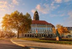 秋天Rathaus广场的新市镇霍尔在德累斯顿 免版税库存图片