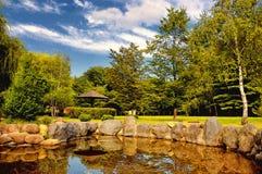 秋季日本庭院在布加勒斯特, Romania.HDR 免版税库存图片