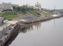 秋明州河,俄罗斯的堤防 库存图片