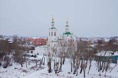 秋明州,俄罗斯- 11月05 2016年:与教会的冬天风景 免版税库存图片