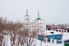 秋明州,俄罗斯- 11月05 2016年:与教会的冬天风景 库存图片